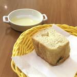 トラットリア フィオリトゥーラ - 自家製フォカッチャは食べ放題