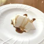 トラットリア フィオリトゥーラ - 本日のデザートはパンナコッタ