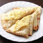 カナピナ - チーズたっぷり焼き立てのナン