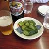 巣鴨ときわ食堂 - 料理写真:大瓶480円と胡瓜ぬか漬け230円