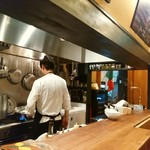 トラットリアイルティレーノ - 目の前で調理するのを見ながら、、料理を頂きます!