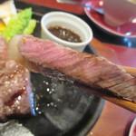 白金ビーフ - 独特な熟成香と肉の旨みを味わえます♪