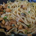 湾岸ラーメン食堂 - 茹で前600g感のメガ盛りの大盛り麺量