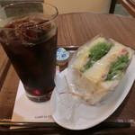カフェ・ラ・コルテ - コーヒー330円、サンドイッチ300円