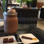 サタデイズ チョコレート ファクトリー カフェ - チョコレートドリンクとお菓子たち