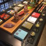 サタデイズ チョコレート ファクトリー カフェ - チョコレート各種と試食ができるスペース