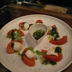 70701792 - 燻製トマトとモッツアレラ