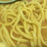 横浜家系ラーメン 町田商店 - 麺アップ