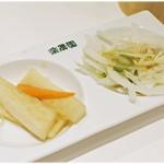 70702934 - レビューでは完全スルーした野菜。フツーの朝漬けとサラダです。