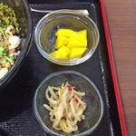 李湘潭 湘菜館 - 自家製本日の小鉢 + 自家製本日のデザート