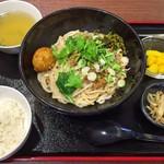 李湘潭 湘菜館 - 濃厚汁無し担々ビーフン + 湖南伝統ピリ辛揚げゆで卵 + ミニライス + スープ + 自家製本日の小鉢 + 自家製本日のデザート