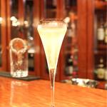 タパス・エ・バール - Champagne Hubert de Claminger(G)1300円