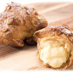 北菓楼 - クロワッサンシュー「夢句路輪賛(ゆめくろわっさん:読めない…:汗)」(限定販売) クロワッサン生地。  シュークリームにこだわる北菓楼からパン&シューの新提案だとか。 カスタードクリーム
