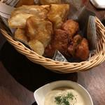 ゴラッソ - ボリューミーなフィッシュ&チップス。熱々でカリッとでした!タルタルで食べる白身魚めちゃうま♡ でも量が多いから油っぽくなる^_^; 大人数向け?