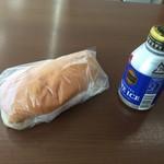 福田パン - あんバターと缶コーヒー