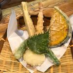 石川うどん - 上品な天ぷら、塩で食べます