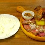 クイーン オブ チキンズ - その後、ご飯を携えて「肉盛りランチ Sサイズ」が運ばれてきました。