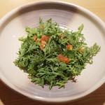 讃岐うどん あ季 - 春菊サラダ(ハーフサイズ)