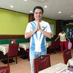 70720485 - MUNBAI PALACE INDIAN RESTAURANT @西葛西 小生を覚えてくださっていたオーナーのバサントさん 後ろの女性はテイクアウト弁当を購入したお客様