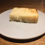 70722360 - 自家製ブリオッシュ甘みは控えめ。そこまでリッチではないので食事中のパンとしても機能。微かにこな感が残る。