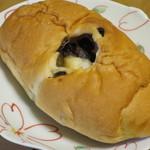 サカモト - 料理写真:チョコ塩パン98円(外税)。