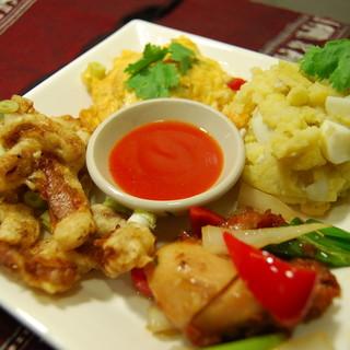 【おすすめ料理】タイ料理得もり680円♪+320円で夜定食に