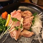 磯亭 - 料理写真:弾力と甘みのある赤鶏のタタキ