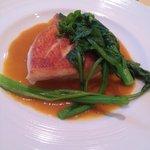 シェ・アキラ - 魚 金目鯛のポワレサフランのソース