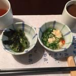 旬菜食健 ひな野 - きゅうりとわかめの酢の物と冷製茶碗蒸し、びわ茶と有機栽培栽培コーヒー。 この時点でもうお腹に入らない状態(笑)