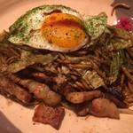 テッパンキッチン ヒロオ - 鉄板で焼かれた豚肉が大変美味しいです!
