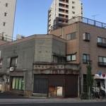 六厘舎 TOKYO - スカイツリーの逆側。こんなレトロな建物はほとんどない。