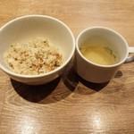 円居 - ガーリックライス&特製スープ(鶏出汁)