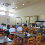 赤兵衛 - 福岡空港にお勤めと思われる各種職業の方々をはじめ、 様々な客層が訪れております。