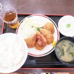 赤兵衛 - 餃子カツ定食 700円。 。