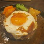 札幌牛亭 - ハンバーグ180g(S) ミディアムレア チーズ 半熟目玉焼きトッピング2