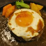 札幌牛亭 - ハンバーグ180g(S) ミディアムレア チーズ 半熟目玉焼きトッピング3