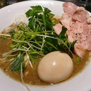 ねむ瑠 - 料理写真:烏賊煮干中華そば醤油味、煮玉子入り