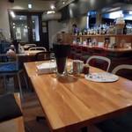 ウミガメ食堂 - テーブル席