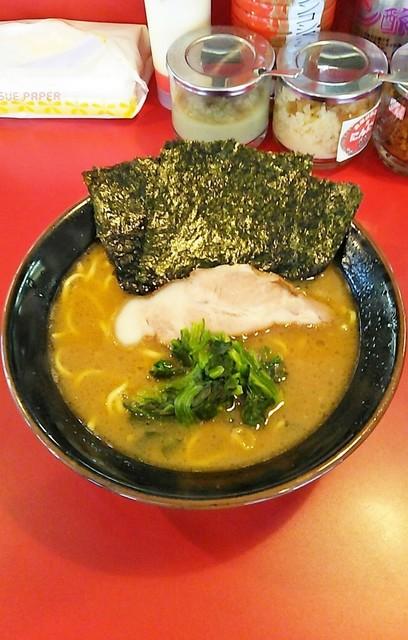 王道 - ラーメン490円麺硬め。