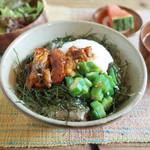 ネマルカフェ - 鰻とオクラのトロロ丼(950円)