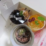 洋菓子工房 queue - この中から自宅にはケーキを3つ選んで買って帰ってみました。