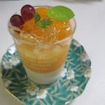 洋菓子工房 queue - オレンジのゼリー350円。