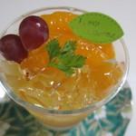 洋菓子工房 queue -        オレンジのムースとデコポンを使った夏にピッタリの爽やかなゼリーです。