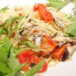 KITERU nishiazabu - パスタランチ 1170円 の鰯のオイルサーディンと、たっぷり水菜のペペロンチーノ キヌア入り生スパゲッティ