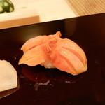 すし瀬名波 - 赤貝