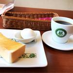 8代葵カフェ - ☆厚切りトースト&ゆで玉子☆モーニング