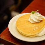 Euro Cafe - クリームパンケーキ はちみつ風味 (¥668)