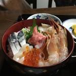 丸藤 - 料理写真:磯丼