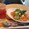 ファーストキッチン - 料理写真:アイスピーチティー、イタリア夏野菜とモッツァレラの冷製トマトパスタ