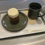 ローズベーカリー オン・ザ・ラン - キャロットケーキセット コーヒーで1